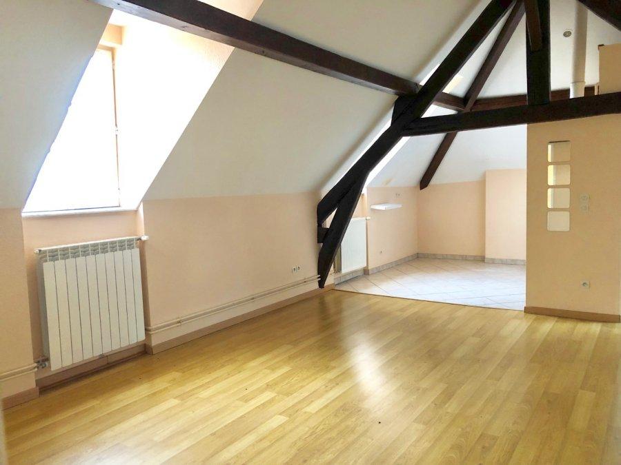 Sur le joli village de LESSY, Place de l'EGLISE un 3 pièces (2 chambres) avec une superbe vue  cuisine séparée, salle de bains, WC   Chauffage Individuel GAZ  Frais d'agence : 51.40 m² x 11 € = 565.40 €  Disponible immédiatement