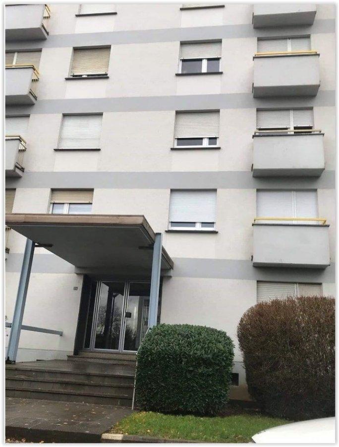 Belardimmo vous propose à louer un appartement rénové au 1 étage avec ascenseur à Esch-Alzette. L'appartement se compose ainsi:  - Hall d'entrée  - Cuisine équipée ouverte - Séjour - 2 chambres à louer dont 1 avec balcon - Salle de bain avec douche - Wc séparé  Disponible 01/01/2020  Pour plus d'informations contactez-nous au 661 57 25 02 / 26 54 31 48. Ref agence :JP153