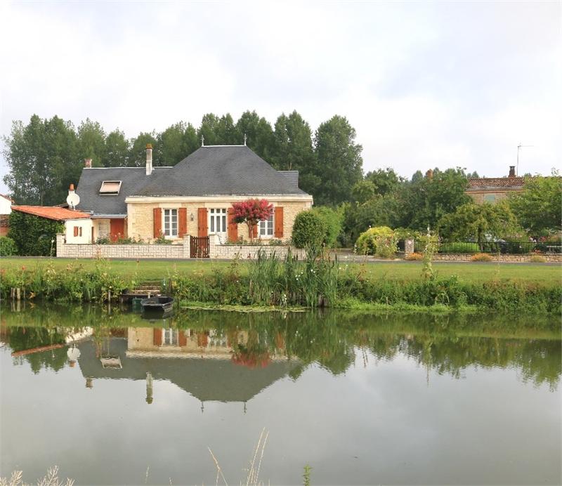Maison individuelle en vente benet 200 m 319 000 for Chambre d hotes coulon marais poitevin