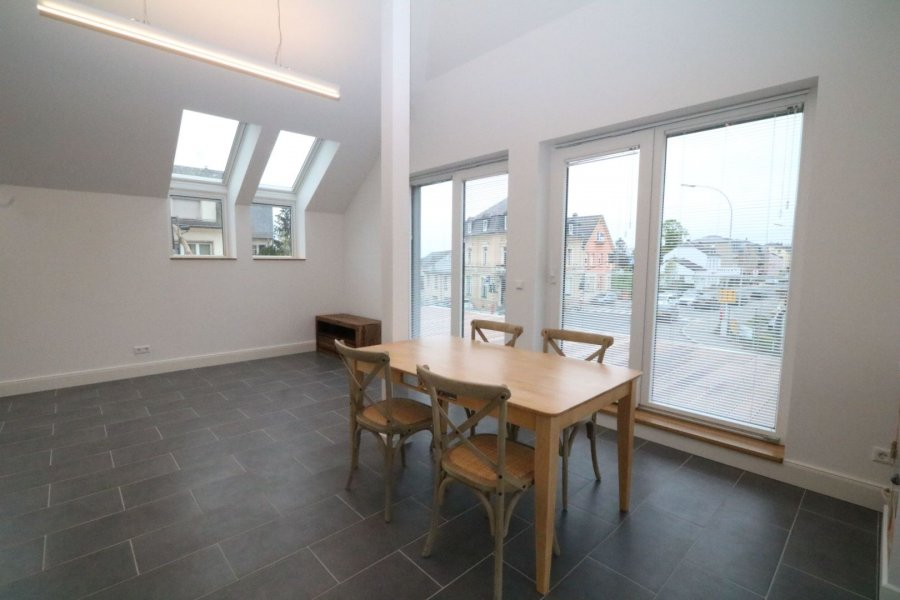 louer appartement 1 chambre 60 m² strassen photo 2