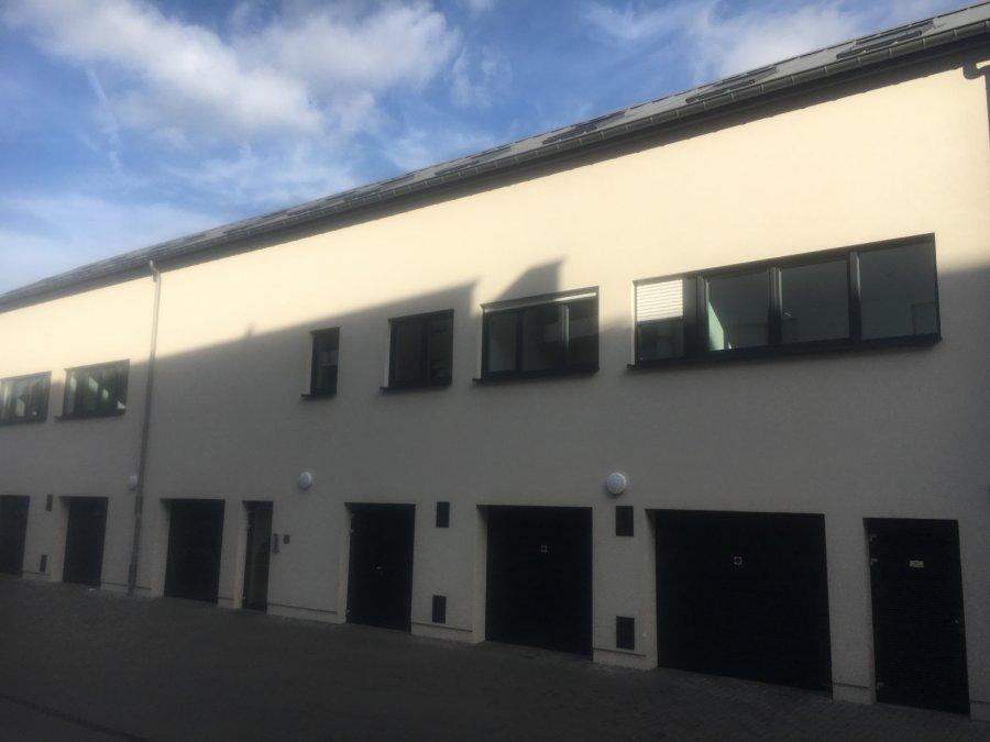 +++ A VENDRE +++ BUREAU INDEPANDANT à Niederkorn  Résidence récente situé sur l'Avenue de la Liberté à Niederkorn.  Idéal pour société.  Avec une surface totale d'environ 293.34m2 les bureaux sont répartis sur le rez et 1er étage d'un immeuble neuf, chaque plateau offre plusieurs bureaux indépendants, ainsi qu'une kitchenette et deux WC séparée.  Le futur propriétaire bénéficiera d'un immeuble avec câblage internet haut débit et fibre optique.  encore disponibles 11 bureaux , possibilité d'une surface supérieure ou inférieure ...