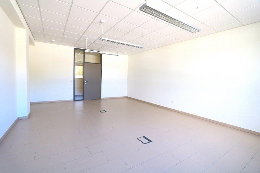 louer bureau 0 chambre 40 m² steinsel photo 4