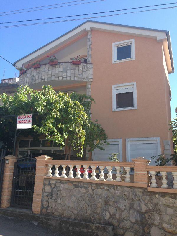 Maison individuelle à vendre 7 chambres à Dubrava