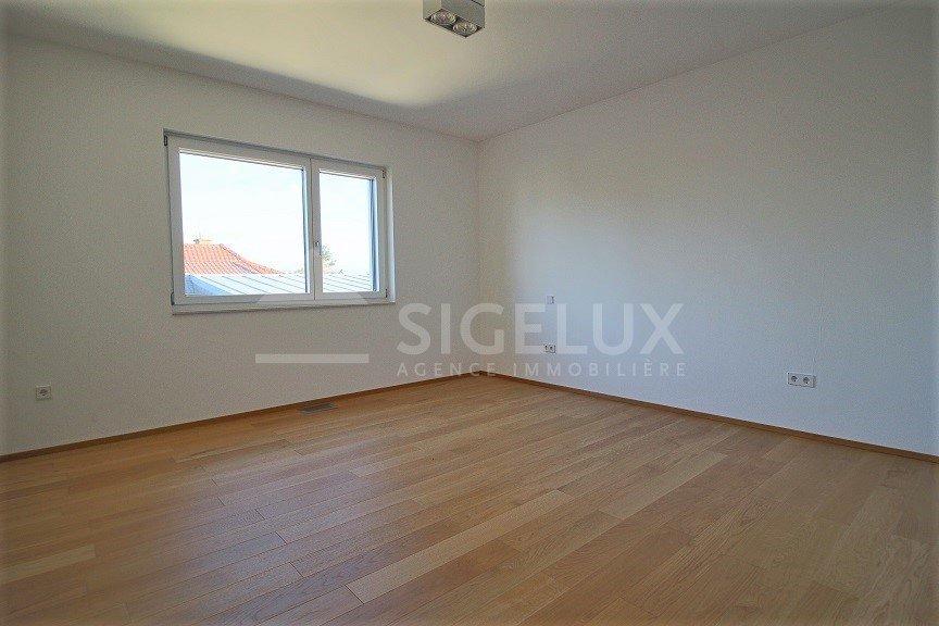 Maison jumelée à louer 7 chambres à Bertrange