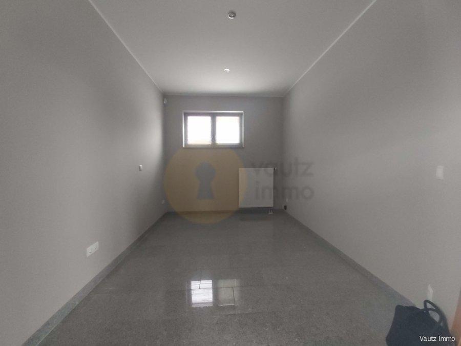 louer bureau 0 chambre 57 m² contern photo 4