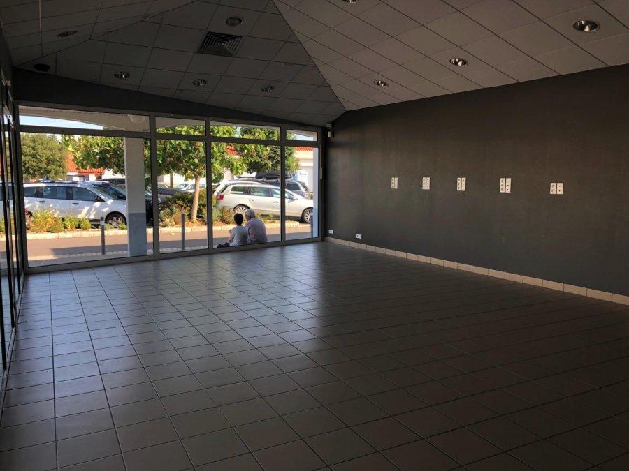 louer local commercial 2 pièces 61 m² jard-sur-mer photo 3