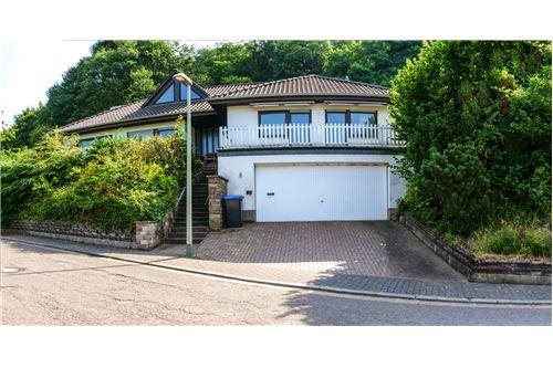 einfamilienhaus kaufen 10 zimmer 320 m² beckingen foto 1