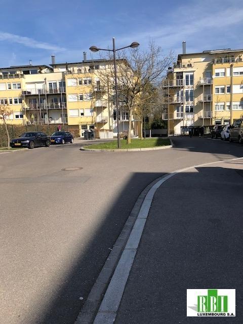Garage - Parking à louer à Luxembourg-Cents