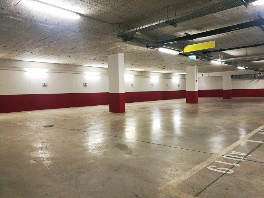 louer garage fermé 0 chambre 0 m² strassen photo 2
