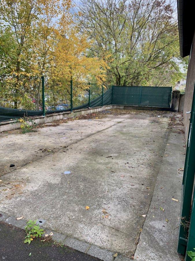 Garage ouvert à louer à Schifflange