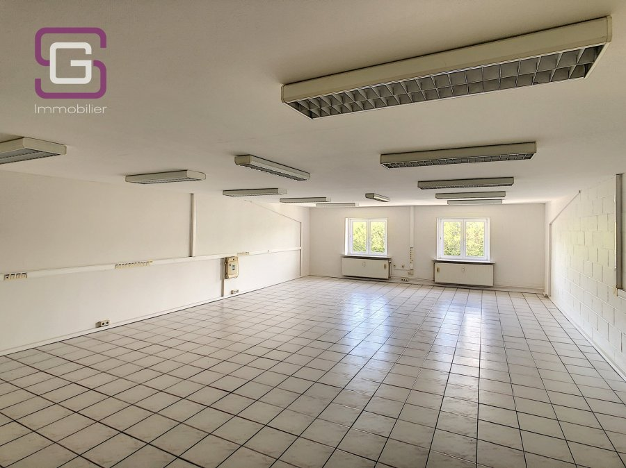louer bureau 0 chambre 100 m² strassen photo 2