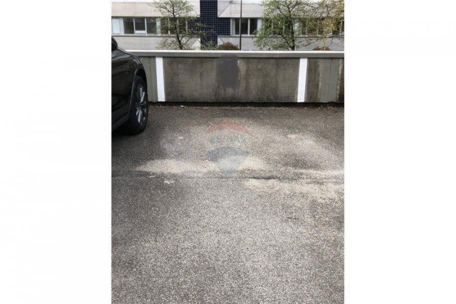 Garage ouvert à louer à Luxembourg-Dommeldange