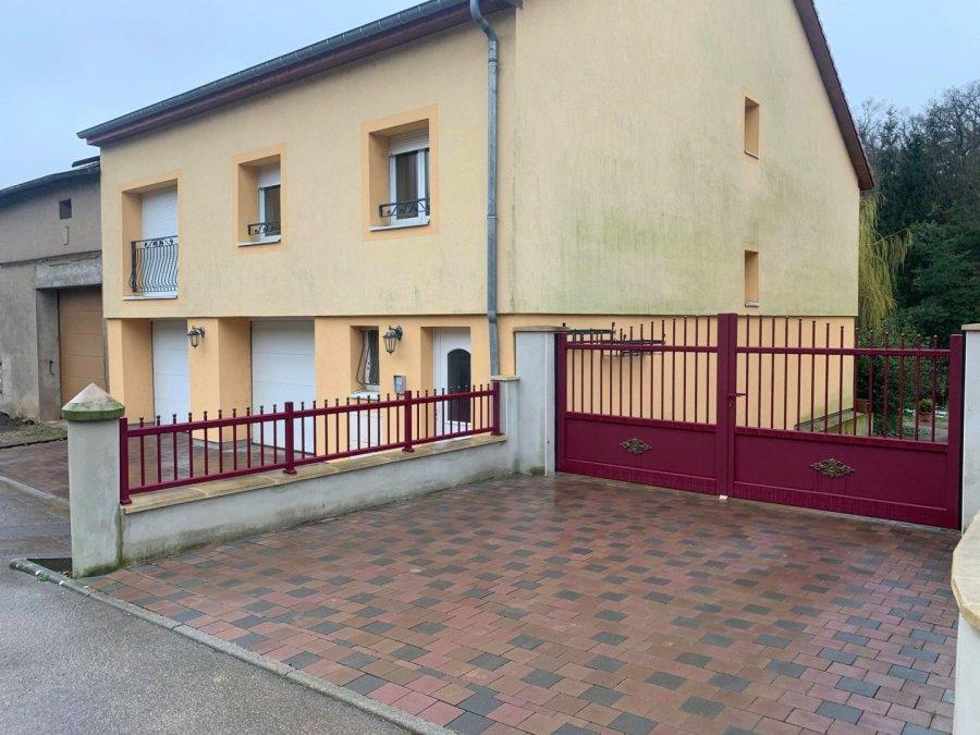 BELARDIMMO vous propose un appartement neuf de 40 m² situé à EVANGE (BREISTROFF-LA-GRANDE) dans un quartier très calme à 10 km de Mondorf-les-bains (LUXEMBOURG).   Cet appartement est composé de : - 1 cuisine ouverte entièrement équipée - 1 séjour - 1 grande salle de douche - 1 chambre - 1 place de parking extérieur  L'appartement est disponible de suite. N'a jamais été habité.   Pour plus d'informations, veuillez nous contacter au  352 26 54 31 48 ou au  +352 661572502.  Ref agence :CC007