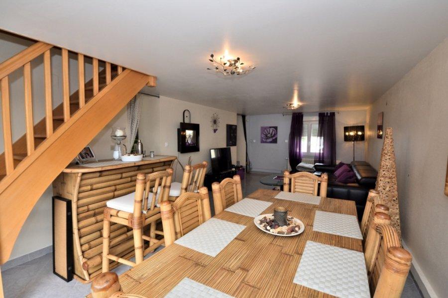 BELARDIMMO vous propose en exclusivité à la vente une maison à Villerupt-Cantebonne libre des 4 côtes placée sur un espace vert de plus de cinq ares avec 4 chambres à coucher.  La maison, entièrement rénovée en 2013 (chauffage et toiture neufs), disposée sur 2 niveaux (plus cave)  se compose ainsi :  un hall d'entrée, une cuisine équipée fermée avec accès sur terrasse et jardin, un séjour et salle à manger donnant également sur l'extérieur, un WC séparé , une grande salle de douche (avec lumière naturelle), 4 chambres dont 3 équipées de placards et deux caves.   La surface totale de la maison est de 170 m² habitables, ce qui donne des espaces et des volumes importants et agréables à vivre.  Pour toutes informations complémentaires ou pour une éventuelle visite veuillez vous adresser à Monsieur Paci au  352 661572502.    Ref agence :JP128