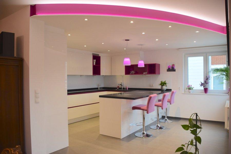 L'agence IMMO LORENA de Pétange a choisi pour vous un magnifique appartement de 87 m2 plus une terrasse de 20 m2 au 1er étage avec ascenseur situé à Soleuvre dans une petite résidence de 8 unités, à proximité des commerces, transports en commun et toutes commodités, il se compose comme suit:  - Un hall d'entrée d'une superficie de 4,8 m2 - Un double living de 27 m2  ouvert vers  la cuisine toute équipée de 19,11 m2 donnant accès à une  magnifique terrasse sud-est de 20 m2. - Deux belles chambres de 11,49 m2 et 14,57 m2  - Un wc séparé de 1,8 m2   L'appartement dispose également d'un garage fermé dans la résidence et d'une cave de 5,6 m2  Un jardin privatif plein sud vient compléter ce bien.    A VOIR ABSOLUMENT!!!!  Pour tout contact: Joanna RICKAL: 621 36 56 40 Vitor Pires: 691 761 110 Kevin Dos Santos: 691 318 013  L'agence ImmoLorena est à votre disposition pour toutes vos recherches ainsi que pour vos transactions LOCATIONS ET VENTES au Luxembourg, en France et en Belgique. Nous sommes également ouverts les samedis de 10h à 19h sans interruption.