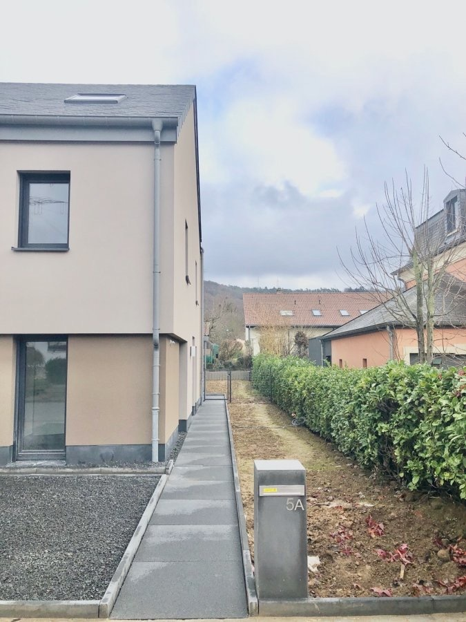 Maison jumelée à louer 3 chambres à Heisdorf