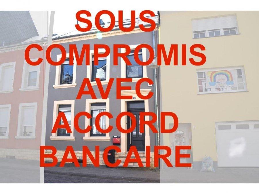 L'agence IMMOLORENA Lux sarl de Pétange a choisi pour vous une maison mitoyenne de 115 m2 habitables, insérée sur un terrain de 1,72 ares, située à Pétange à proximité de toutes commodités, commerces, écoles, etc.  La maison se compose comme suit:  -Un hall d'entrée de 12 m2 avec accès à la terrasse de 72 m2 et un jardin de 53 m2 sans vis-a-vis -Une cuisine toute équipée de 15 m2 ouverte sur le salon de 16 m2  PREMIERE ETAGE:  - Hall de nuit de 5,50 m2 - Deux chambres de 14,03 m2 et 12,10 m2 - Une salle de bain avec une baignoire et douche de 7,80 m2  DEUXIEME ETAGE:  - Une magnifique chambre parentale avec dressing/bureau de 44 m2 au sol ou possibilité d'une quatrième chambre.  CARACTERISTIQUES DE LA MAISON  - La porte d'entrée et la porte qui mêne à la terrasse et jardin sont anti-infraction année 2019 - Fenêtres sécurisés au REZ DE CHAUSSE avec double vitrage année 2019 - Toiture en ardoise naturelle année 2015 - Chaudière au gaz à condensation année 2005 - Un Système d'alarme avec détecteur de mouvements - Climatisation réversible (Chaud et froid) installé dans toute la maison - WC séparé au sous sol - Magnifique jardin sans vis-a-vis - Emplacement intérieur privatif   À VOIR ABSOLUMENT!  3% du prix de vente à la charge de la partie venderesse + 17% TVA Pas de frais pour le futur acquéreur   Pour tout contact: Joanna RICKAL: 621 36 56 40  Vitor Pires: 691 761 110  Kevin Dos Santos: 691 318 013  L'agence Immo Lorena est à votre disposition pour toutes vos recherches ainsi que pour vos transactions LOCATIONS ET VENTES au Luxembourg, en France et en Belgique. Nous sommes également ouverts les samedis de 10h à 19h sans interruption.
