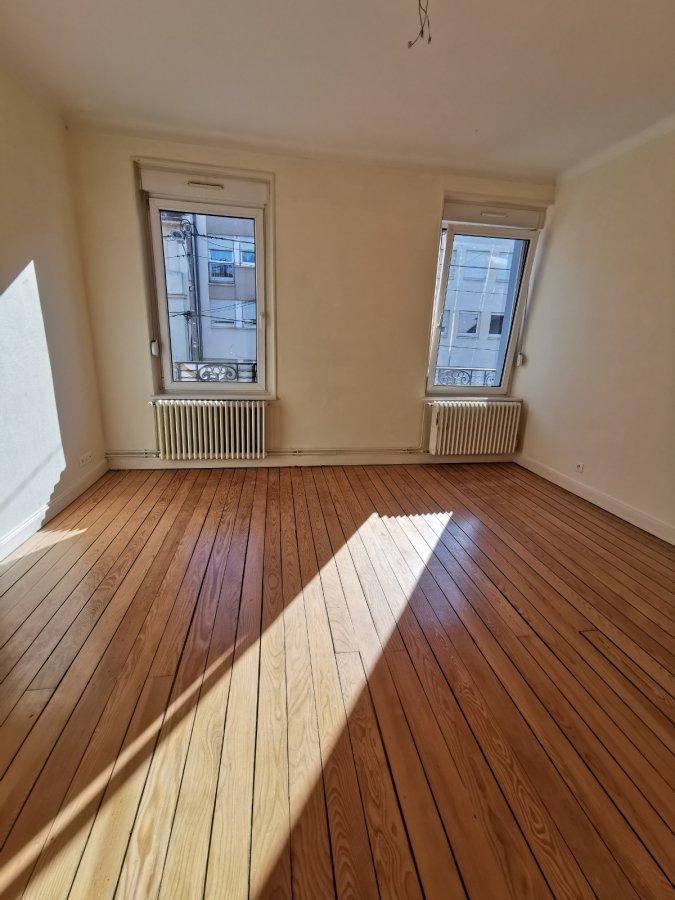 MONTIGNY-LES-METZ, rue des JONCS Appartement de caractère dans une petite maison divisé en 2.  salon, cuisine équipée séparée, chambre, salle d'eau avec WC.  Chauffage individuel au gaz  Disponible immédiatement   Frais d'agence : 49.65 m² x 11 € = 546.15 €