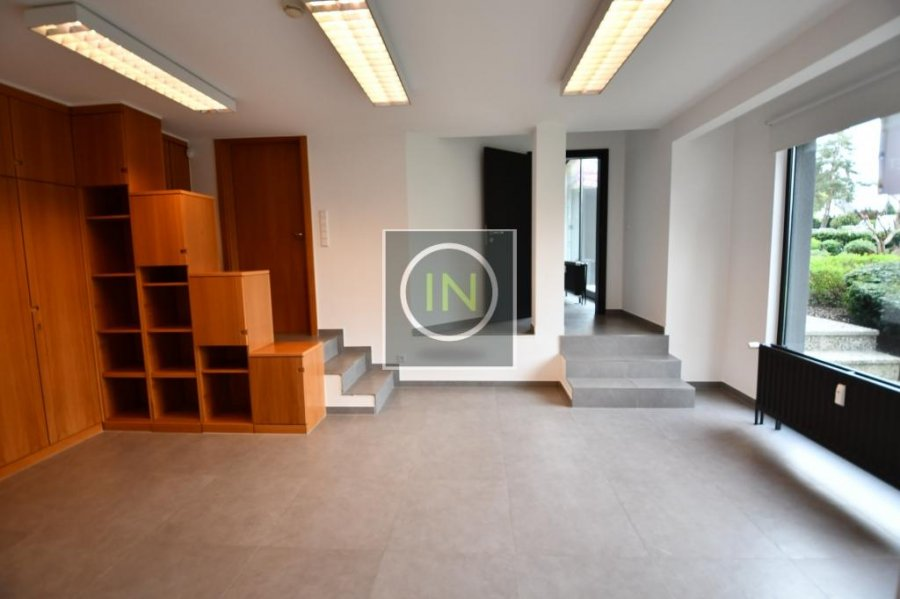 louer bureau 0 chambre 276 m² strassen photo 4