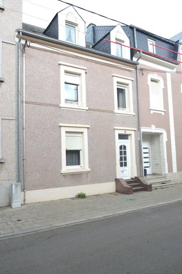 L'agence IMMOLORENA de Pétange a choisi pour vous une maison à rénover de 115 m2 avec JARDIN ET GARAGE à Pétange dans une rue calme, à proximité de toute commodités et se compose comme suit:  - Un hall d'entrée de 8,12 m2 - Une salle de douche de 2,65 m2 - Un salon de 17,85 m2 - Une salle à manger de 12,13 m2 - Une cuisine de 12 m2 donnant accès à la terrasse et au jardin  Premier étage :  - Hall de nuit de 3,50 m2 - Trois chambres de 11,43 m2, 13,04 m2 et 11,36 m2  Deuxième étage/ Grenier :  - Un hall de nuit de 2,26 m2 - Pièce grenier de 8,57 m2 - Deux chambres de 12,09 m2 et 11,42 m2  Une cave sur toute la surface de la maison, nouvelle chaudière au gaz  MAISON A RENOVER  Pour tout contact:  Joanna Corvina: +352 621 36 56 40 Vitor Pires: + 352 691 761 110   L'agence Immo Lorena est à votre disposition pour toutes vos recherches ainsi que pour vos transactions LOCATIONS ET VENTES au Luxembourg, en France et en Belgique. Nous sommes également ouverts les samedis de 10h à 19h sans interruption.