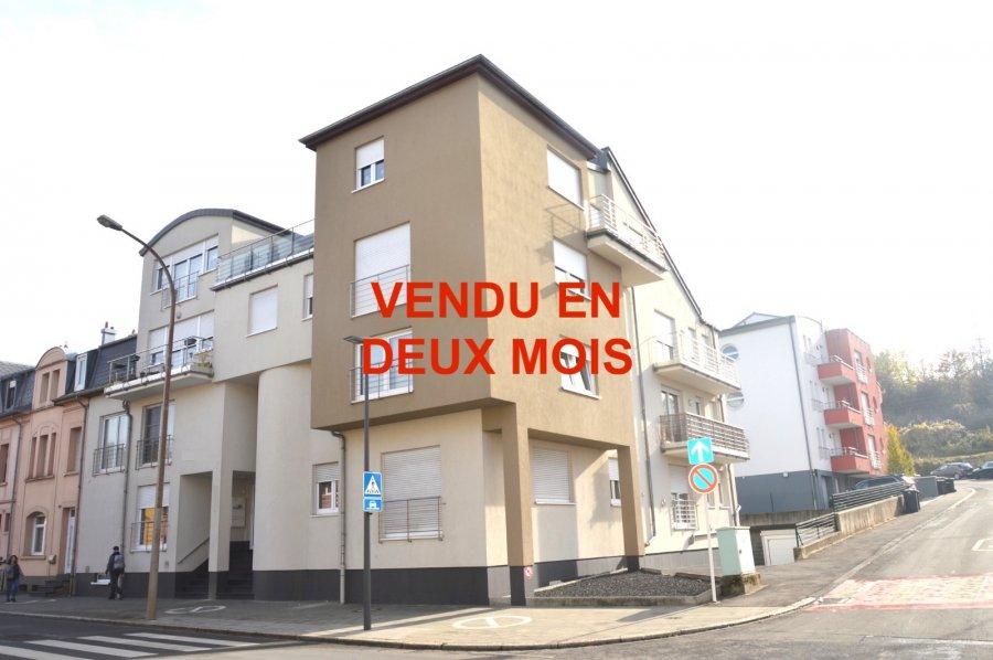 L'agence IMMOLORENA de Pétange vous propose un très bel appartement de 85.41 m² au rez-de-chaussée dans une résidence très bien entretenue Il se compose comme suit :  - Un hall d'entrée de 4 m², avec vestiaire sur mesure - Un hall de nuit de 4 m² - Cuisine ouverte sur un double living de 38,77 m² - Une chambre de 13,79 m² avec dressing sur mesure - Une chambre de 16,28 m² avec dressing sur mesure - Une salle de bain avec douche italienne de 6,93 m²    L'appartement dispose d'une cave privative et d'un garage fermé avec porte automatique à l'extérieur du bâtiment.    À VOIR ABSOLUMENT!  Pour tout contact: Joanna Corvina 621 36 56 40 (FR) Vitor Pires: 691 761 110 (PT, IT, UK, FR)  L'agence ImmoLorena est à votre disposition pour toutes vos recherches ainsi que pour vos transactions LOCATIONS ET VENTES au Luxembourg, en France et en Belgique. Nous sommes également ouverts les samedis de 10h à 19h sans interruption.