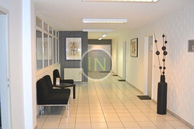 louer bureau 0 chambre 100 m² strassen photo 4