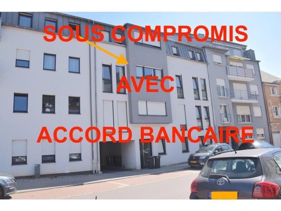 L'agence IMMOLORENA de Pétange a choisi pour vous un appartement à Rodange de 75 m2 au 2ème avec ascenseur dans une petite copropriété de 6 unités, à proximité des commerces, transports en commun et toutes commodités, il se compose comme suit:  - Un hall d'entrée de 8,08 m2 - Cuisine toute équipée ouverte vers le double living  de 30,20 m2 donnant accès à la terrasse sans vis-à-vis de 6,71 m2 - Une chambre de 10,74 m2 - Une deuxième chambre de 12,40 m2 - Une salle de bain avec baignoire de 5,01 m2 - Un wc séparé de 1,70 m2   L'appartement dispose également d'une magnifique cave de 8 m2 et d'un garage-BOX pour une voiture.  A VOIR ABSOLUMENT!!!!  Pour tout contact: Joanna RICKAL: 621 36 56 40 Vitor Pires: 691 761 110 Kevin Dos Santos: 691 318 013  L'agence Immo Lorena est à votre disposition pour toutes vos recherches ainsi que pour vos transactions LOCATIONS ET VENTES au Luxembourg, en France et en Belgique. Nous sommes également ouverts les samedis de 10h à 19h sans interruption.