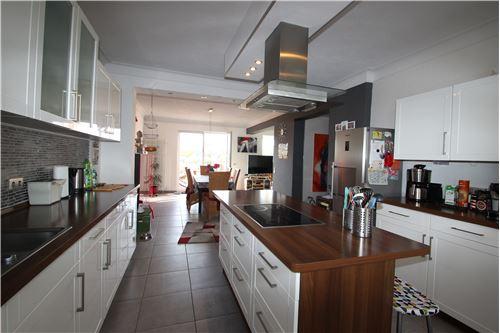 haus kaufen 10 zimmer 264 m² schwalbach foto 2