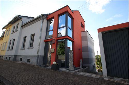 haus kaufen 10 zimmer 264 m² schwalbach foto 1
