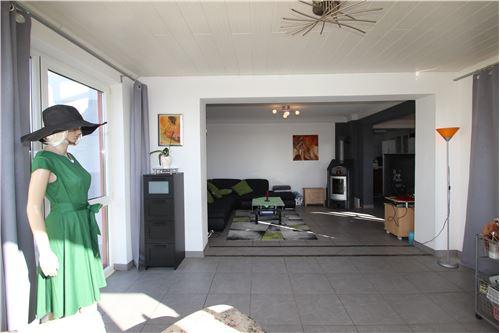 haus kaufen 10 zimmer 264 m² schwalbach foto 6