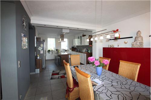 haus kaufen 10 zimmer 264 m² schwalbach foto 3