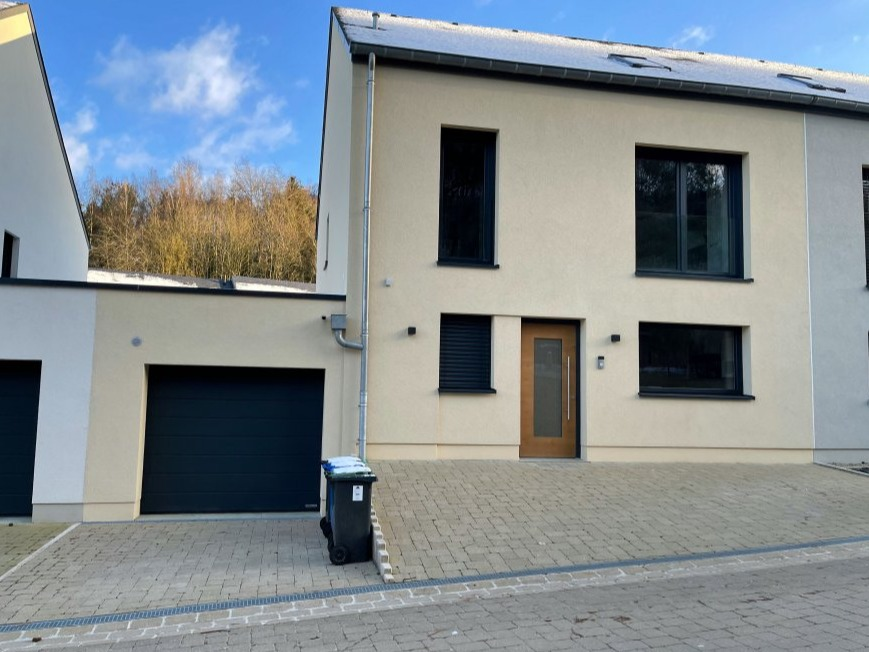 house for buy 4 bedrooms 190 m² saeul photo 1