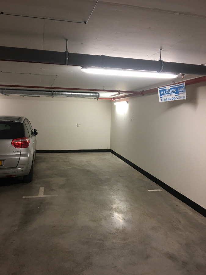 Garage - Parking à louer à Bertrange