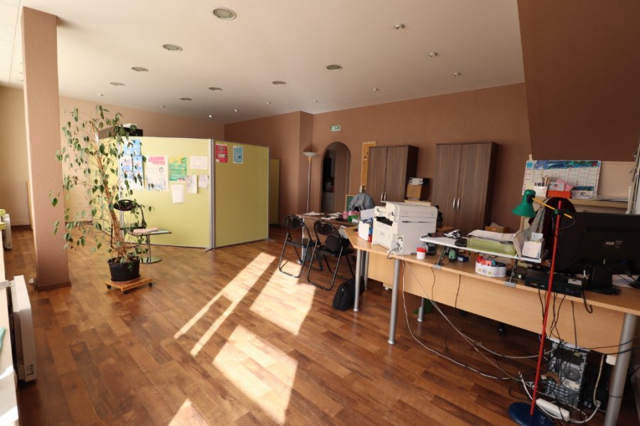 louer bureau 3 pièces 60.99 m² jarny photo 2