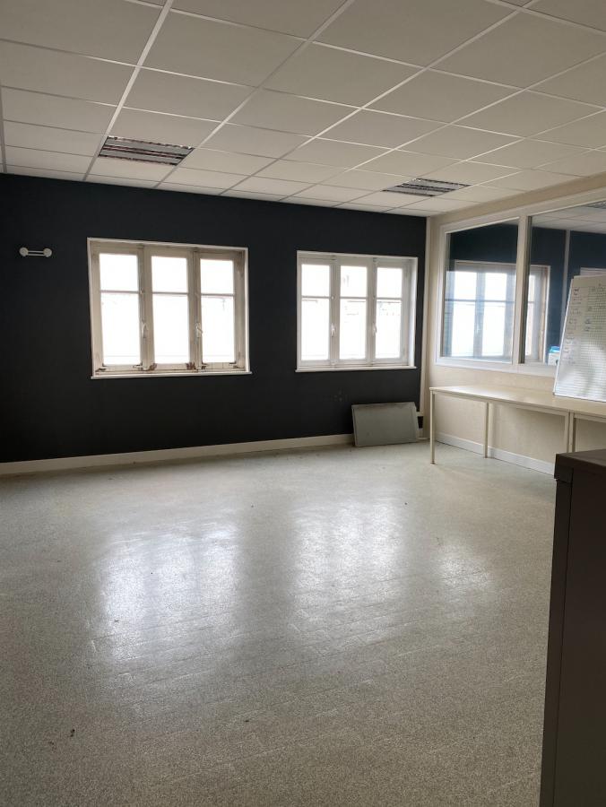 louer bureau 0 pièce 135 m² golbey photo 1