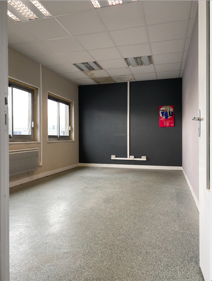louer bureau 0 pièce 135 m² golbey photo 2