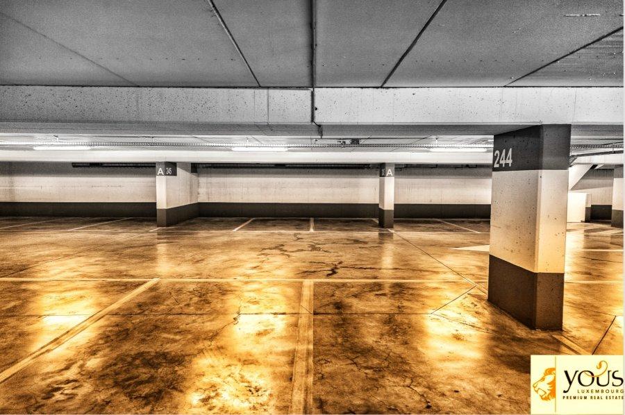 louer garage ouvert 0 chambre 0 m² strassen photo 1