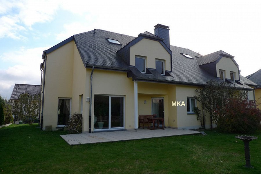 louer maison jumelée 4 chambres 246 m² bertrange photo 1