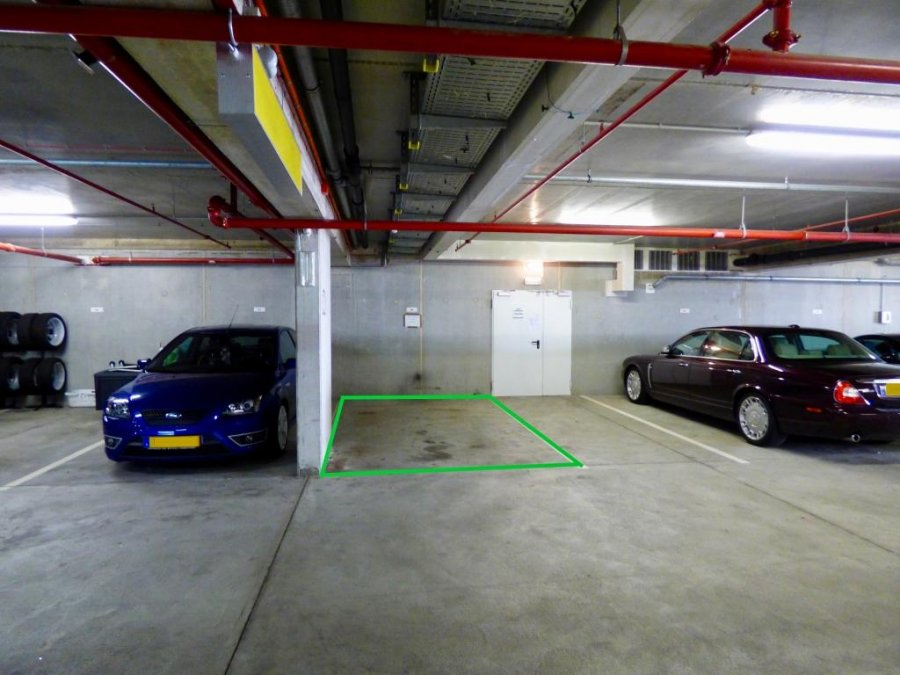 Garage - Parking à louer à Strassen