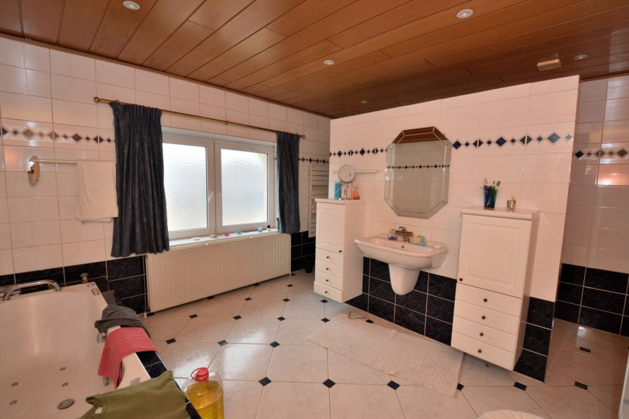 Maison à vendre 6 chambres à Rodange