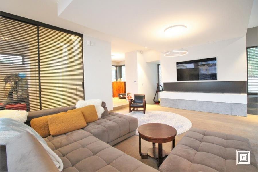 acheter villa 4 chambres 240 m² strassen photo 2