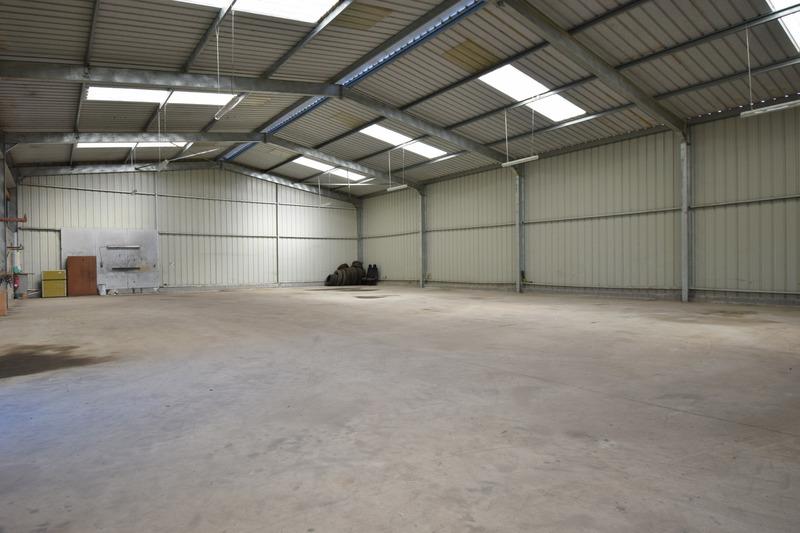 acheter entrepôt 4 pièces 680 m² saint-germain-des-prés photo 3