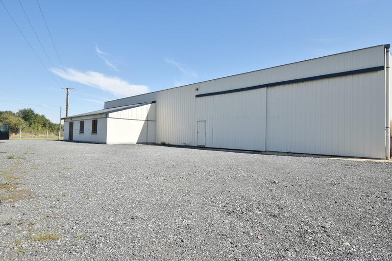 acheter entrepôt 4 pièces 680 m² saint-germain-des-prés photo 1