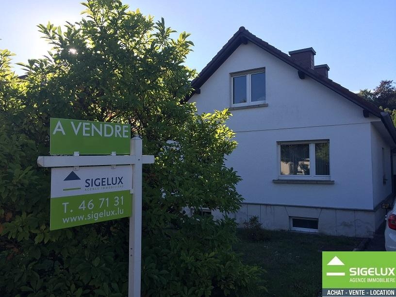 Maison mitoyenne à vendre 4 chambres à Senningerberg