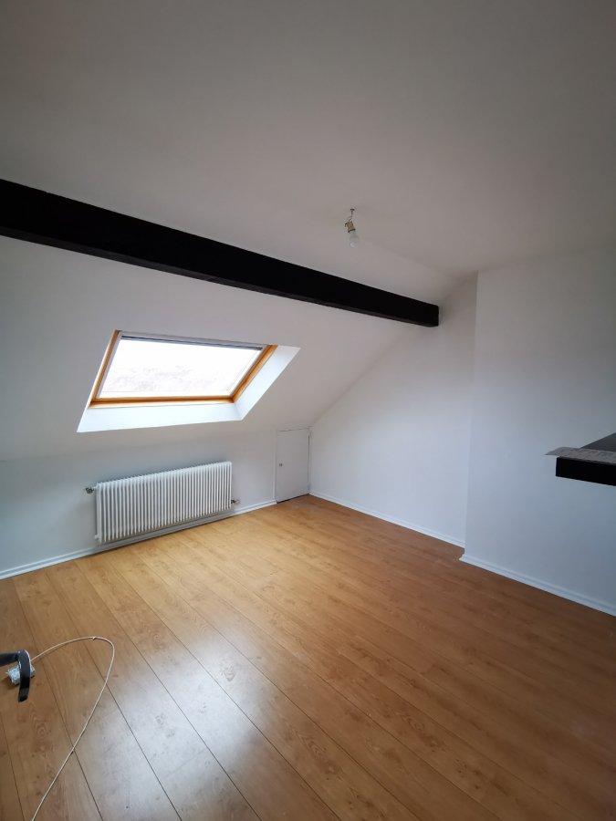 MONTIGNY LES METZ, Rue du Président Robert SCHUMAN Joli 2 pièces au dernier étage, avec une cuisine séparée, une salle d'eau et un WC séparée  Chauffage individuel au gaz   Disponible immédiatement  Frais d'agence : 30.55 m² à 11 € = 336.05 €  .
