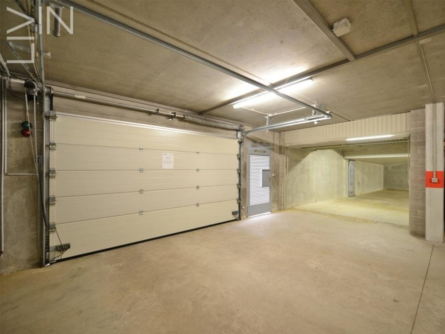 louer entrepôt 0 chambre 365 m² sandweiler photo 3