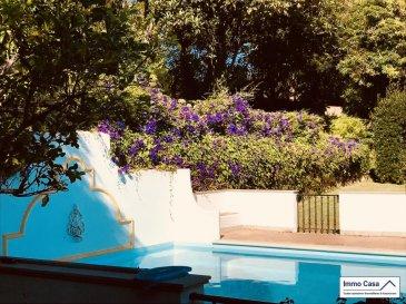 Vous cherchez un bien d'exception au Portugal ' Alors vous l'avez trouvé. Immo Casa Agence Immobilière, vous propose une Villa de très grand prestige dans le village de Sintra.  Situé dans la, (Quinta do Alto da Bonita) cette propriété de 4'000m2, saura vous séduire par ces prestations de haut gamme.  Maison de 350m2, avec 2 suites, 2 chambres à coucher, 2 bureaux  ou chambres suivant vos besoins, 4 salles de bains avec WC et 1WC séparée (visites).   Spacieux et lumineux living avec cheminée (accès à la terrasse), salle à manger avec cheminée (accès à la terrasse), 1 grande terrasse (accès au jardin), 1 cuisine (accès au jardin), grande buanderie avec porte d'entrée du personnel (accès au jardin), Piscine très ensoleillé de ,  Grand garage pour 2 voitures.  Le tout dans une espace vert très bien aménagée et entretenu vous férat passer des très bons moments au Soleil.  N'hésitez pas à nous contacter pour d'autres informations et pour une visite des lieux.  Ref agence :SA1906447