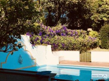 Vous cherchez un bien d'exception au Portugal ? Alors vous l'avez trouvé. Immo Casa Agence Immobilière, vous propose une Villa de très grand prestige dans le village de Sintra.  Situé dans la, (Quinta do Alto da Bonita) cette propriété de 4'000m2, saura vous séduire par ces prestations de haut gamme.  Maison de 350m2, avec 2 suites, 2 chambres à coucher, 2 bureaux  ou chambres suivant vos besoins, 4 salles de bains avec WC et 1WC séparée (visites).   Spacieux et lumineux living avec cheminée (accès à la terrasse), salle à manger avec cheminée (accès à la terrasse), 1 grande terrasse (accès au jardin), 1 cuisine (accès au jardin), grande buanderie avec porte d'entrée du personnel (accès au jardin), Piscine très ensoleillé de ,  Grand garage pour 2 voitures.  Le tout dans une espace vert très bien aménagée et entretenu vous férat passer des très bons moments au Soleil.  N'hésitez pas à nous contacter pour d'autres informations et pour une visite des lieux.  Ref agence :SA1906447