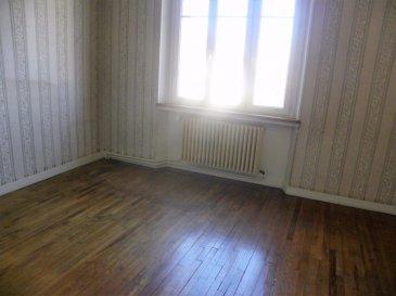 A VOIR MAISON A  FORT POTENTIEL  Maison individuelle a deux pas des commerces et écoles avec jolie terrain clos, dans quartier calme Comprenant au RDC une spacieuse et lumineuse cuisine, une grande salle à manger, un salon, un  wc séparé, une salle de bain douche,  une chambre, un débarras. Au 1er  etage, 3 chambres,  une deuxième cuisine ( possibilité d'y aménager une 4eme chambre ou une salle d'eau à l'étage), un  grand débarras. Grandes combles aménageables sur dalle béton. Le tout sur un sous-sol complet, composé de 4 grandes pièces, dont la buanderie et chaufferie. Garage attenant à la maison. Dalle béton a tout les étages. Terrain clos  d'environ 4 ares. Double vitrage récent. Chaudière fioul CHAPPE récente, entretien annuel.  Possibilité d être aménage facilement en deux appartements de type F3/F4 Très beaux volumes, travaux de rafraîchissement à prévoir.