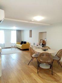 Appartement meublé 2 pièces - 48.14 m2.  A louer, Très beau F2 au 1er étage d\'un petit immeuble en centre ville. Il se compose d\'une pièce à vivre avec une cuisine semi-équipée, d\'une chambre et d\'une salle d\'eau avec WC. Eau chaude et chauffage individuel électrique. Loyer : 700EUR par mois charges comprises (dont 50EUR de provisions sur charges avec régularisation annuelle). Dépôt de garantie : 1300EUR. Honoraires à la charge du locataire : 505.47EUR TTC (dont 144.42EUR pour l\'état des lieux d\'entrée). Disponible le 12-02-2021. Hebding Immobilier 03.88.23.80.80
